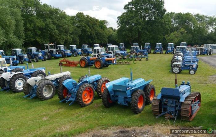На аукцион выставят коллекцию из 38 раритетных тракторов