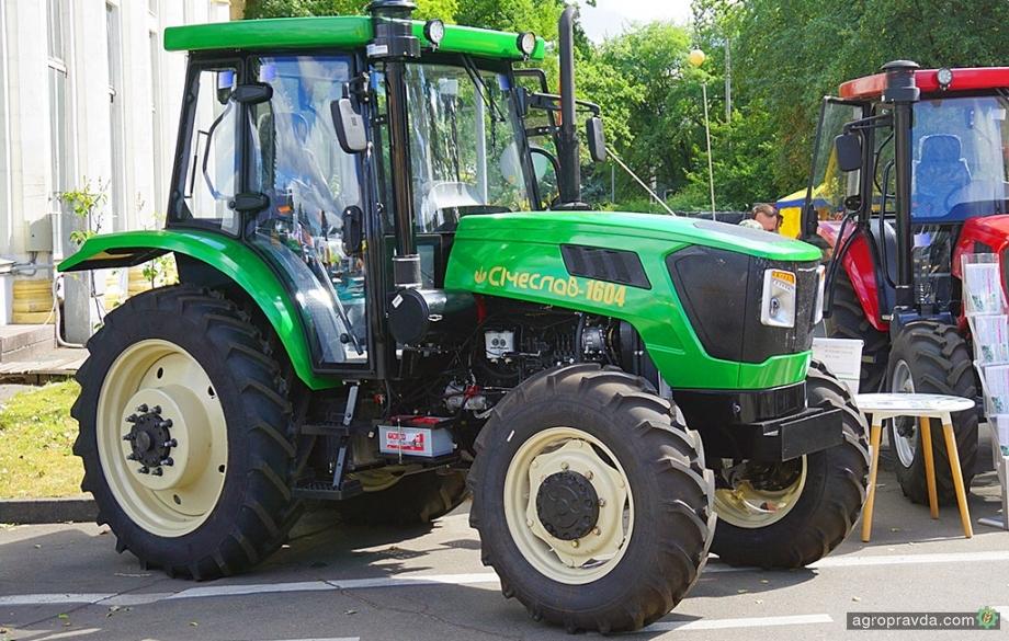 В Киеве представили новый отечественный трактор