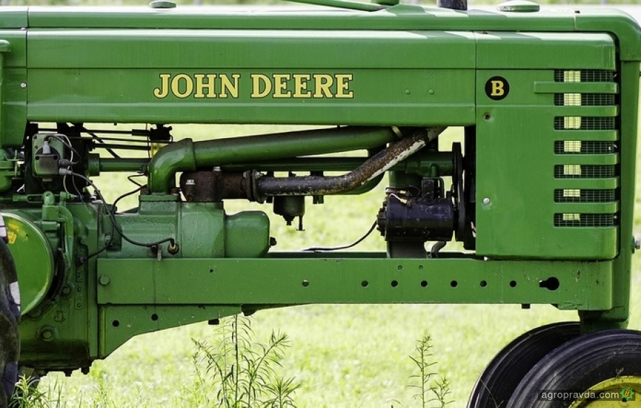 На аукционе продают раритетную модель трактора John Deere