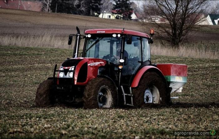 Трактор Zetor в работе на реальном весеннем поле. Видео