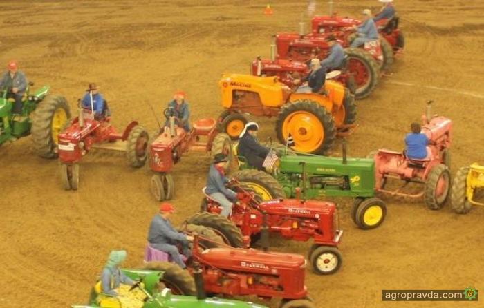 Танец тракторов. Видео