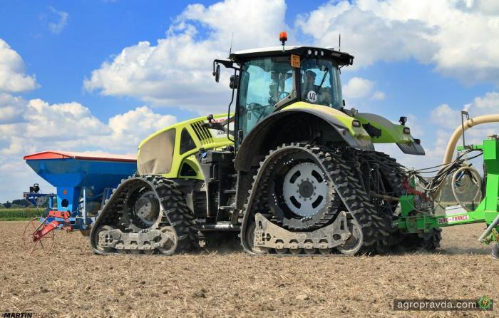 Как работает гусеничный трактор Claas. Видео