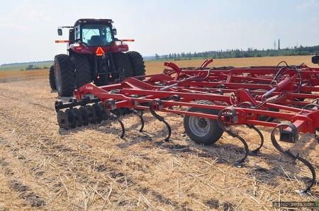 Lozova Machinery провели показ техники на «УКАБ Агротехнологиях»