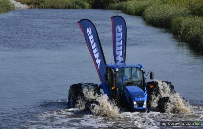 New Holland представил плавающий трактор