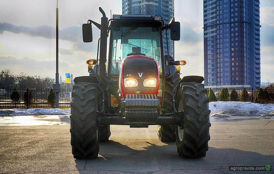 На что способен трактор Valtra – тест-драйв в Украине. Видео