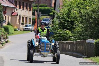 Завершен пробег на историческом тракторе Zetor
