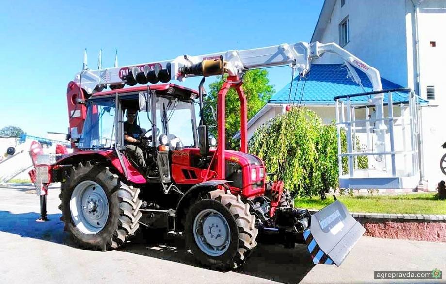 В Украине появился уникальный кран-манипулятор для тракторов