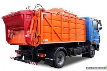 В Украине появилась новая модель мусоровоза для сел