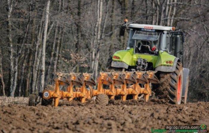 Трактор Claas Axion 850 в работе. Видео