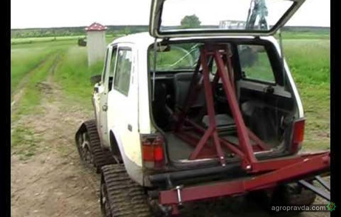 «Нива» вместо трактора. Видео