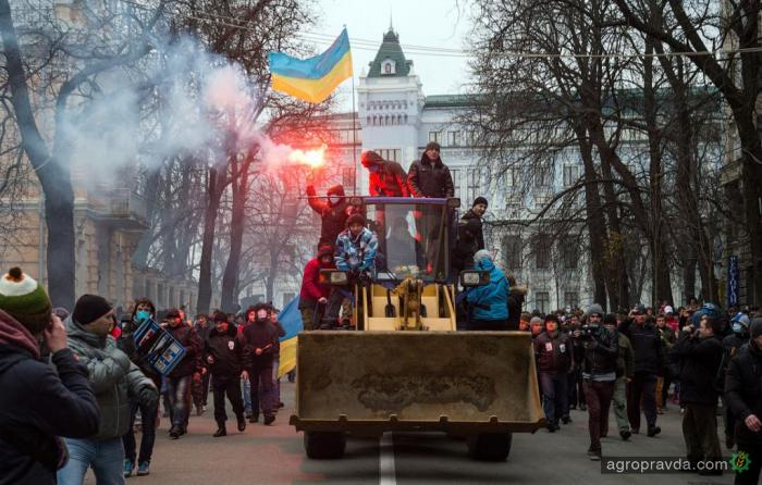 Как погрузчик стал символом революции. Фото