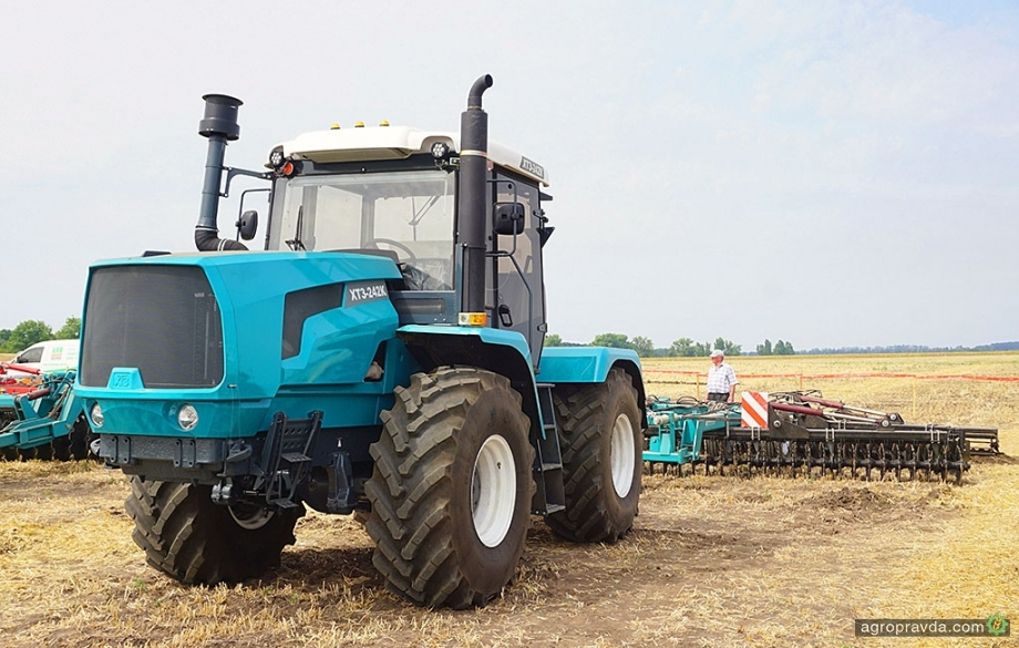 ХТЗ провел демонстрацию обновленной 240-сильной модели трактора