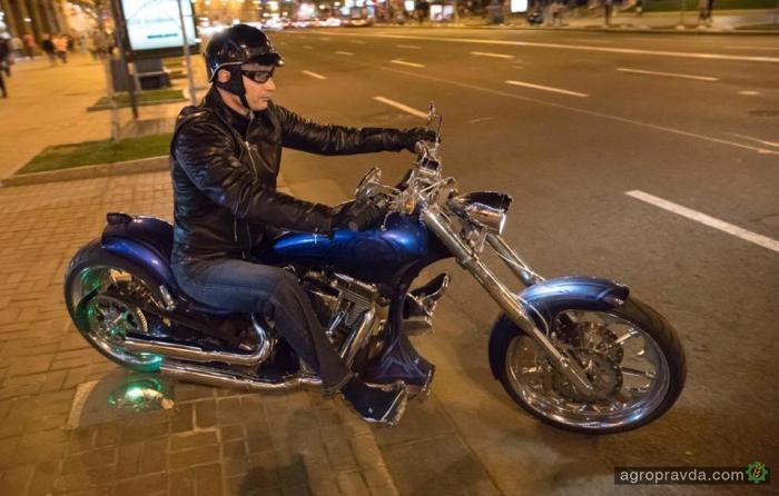 Мэр Киева Виталий Кличко протестировал кастомный чоппер. Фото
