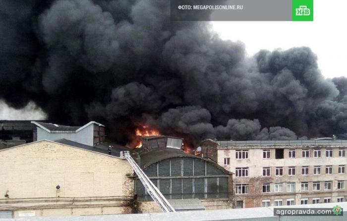 В Петербурге горел тракторный завод