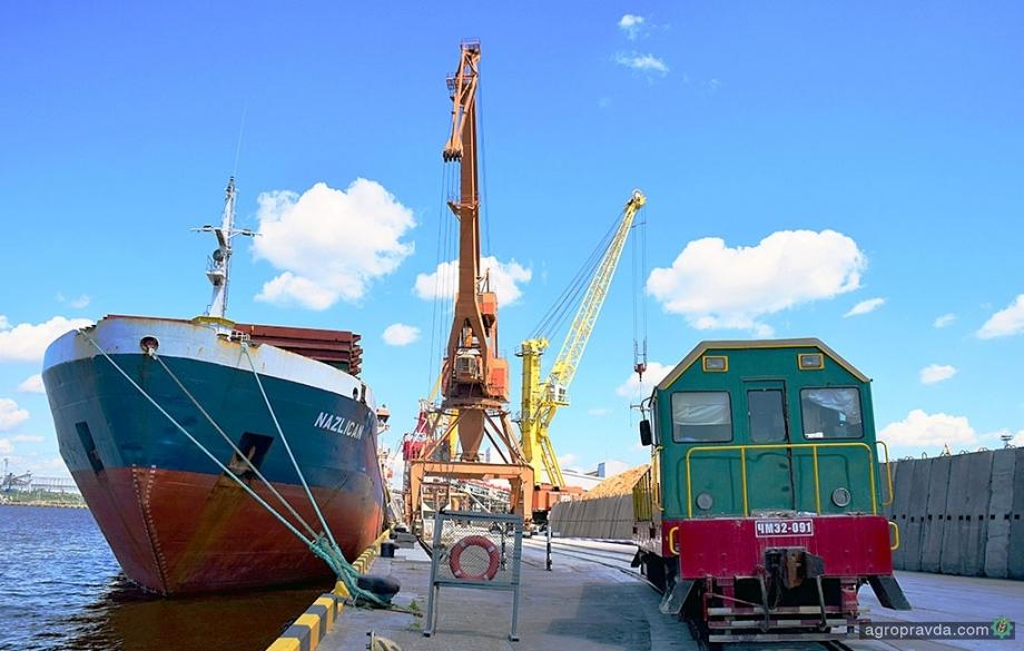Порт «Ника-Тера» перевалил почти 1 млн. тонн зерновых