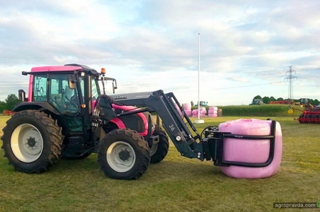 Как розовый трактор Valtra помогает миллионам женщин