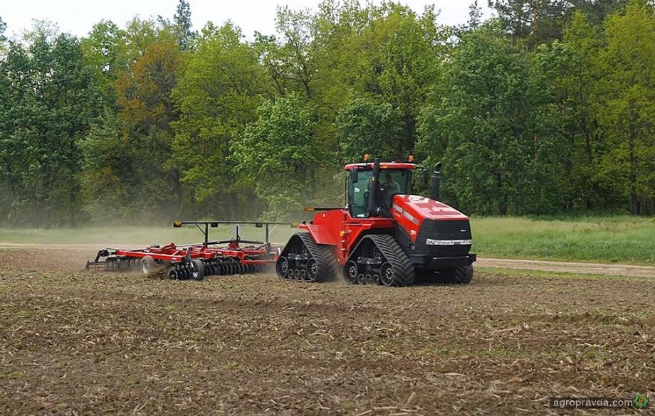 Мощная сельхозтехника в работе на полях Украины. Видео