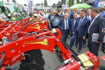 Лозовские Машины представили уникальные агрегаты на АГРО-2017