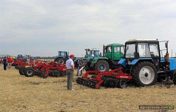 демо показ сельхозтехники Нью Тон День Поля 31 июля 2014.