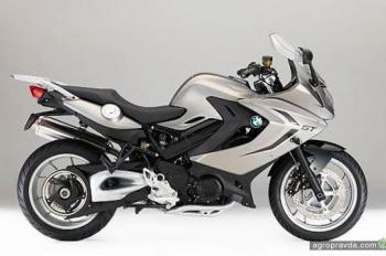 BMW представляет обновленную линейку мотоциклов 2016 года