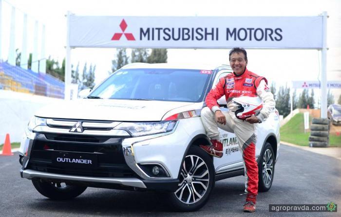 Mitsubishi Pajero Sport в Киеве протестирует легендарный японский гонщик
