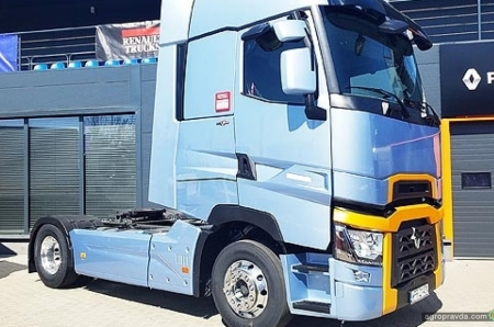 Renault Trucks представила флагманский тягач 2019 г. и линейку электрогрузовиков