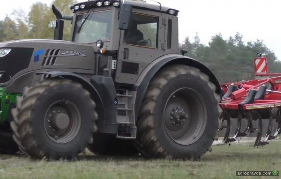 Бронетрактор на минном поле. Видео