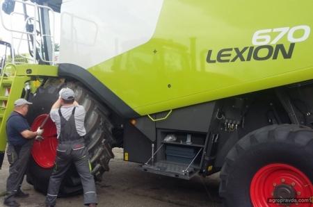 Аграриям передана партия новых комбайнов Lexion