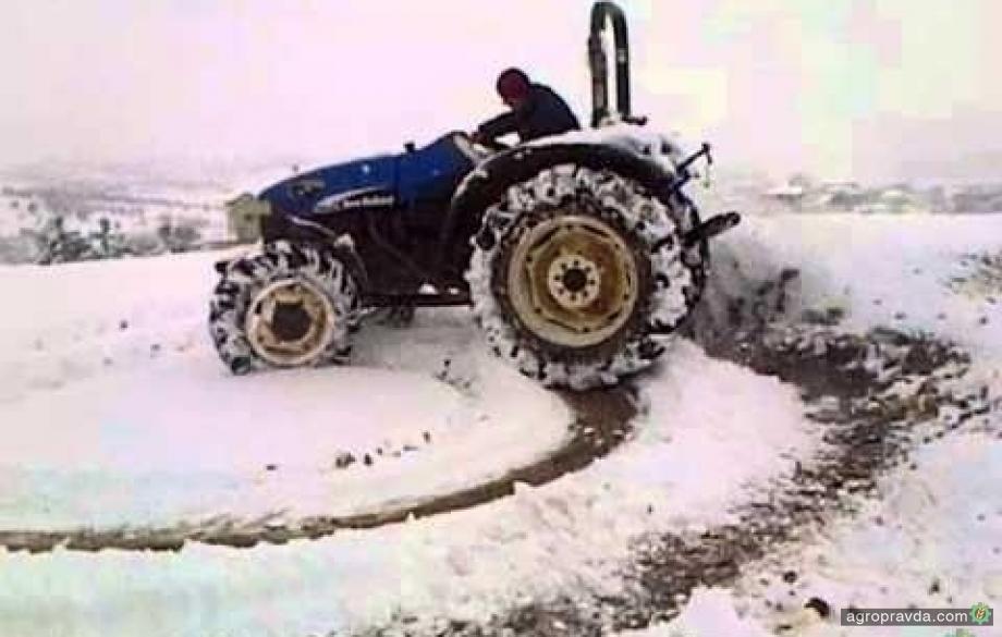Зимний дрифт на тракторах. Видео