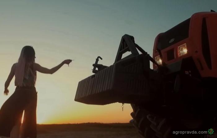 Зажигательный степ на тракторе «Беларус». Видео
