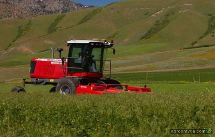 Hesston представил новые самоходные жатки серии WR9800