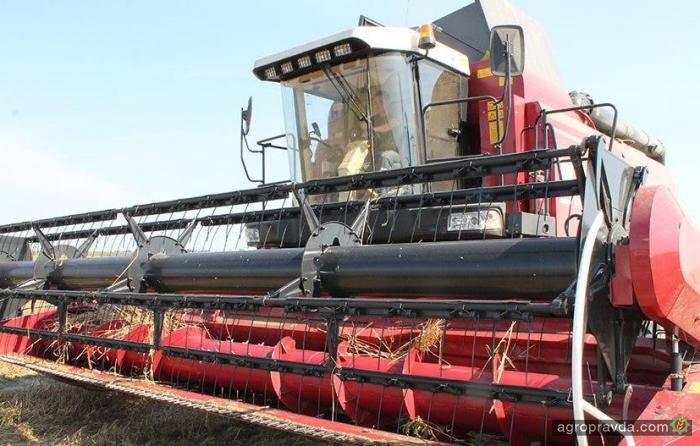 Уникальный газомоторный комбайн намолотил уже 5 тыс. центнеров зерна