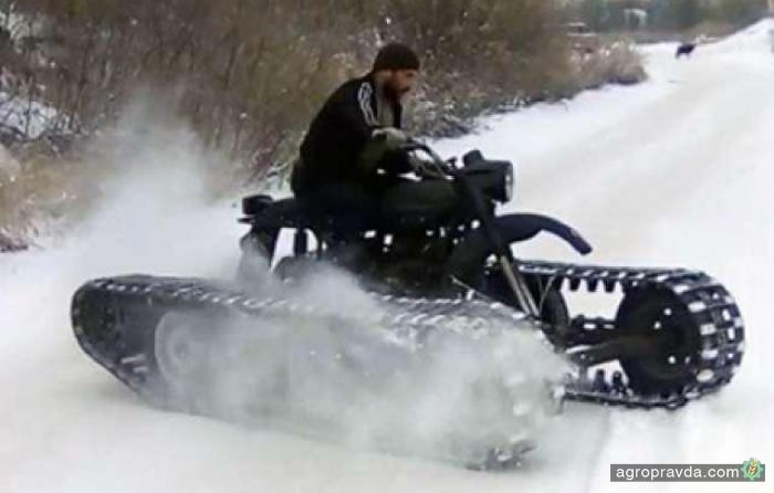 Умельцы посадили мотоцикл «Урал» на гусеницы. Видео