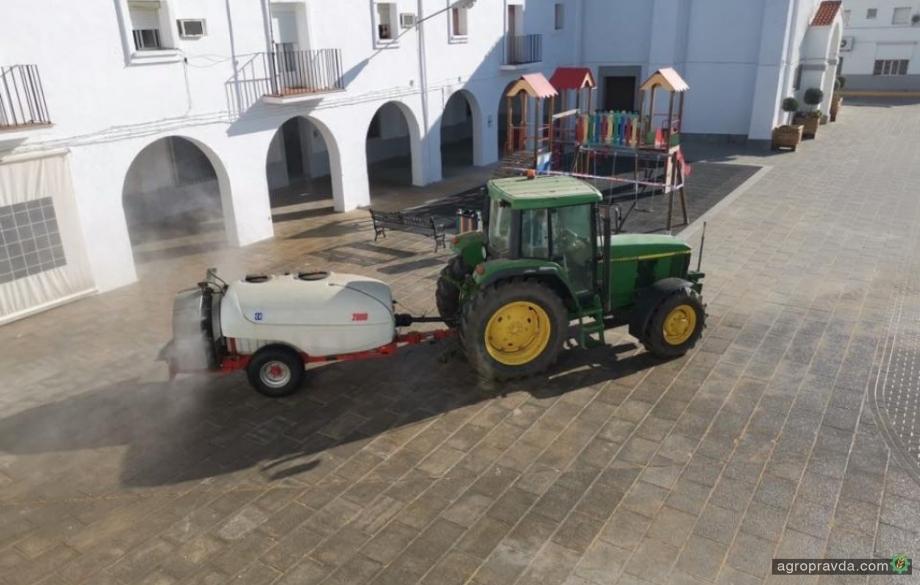 Фермеры вывели трактора для борьбы с коронавирусом. Фото