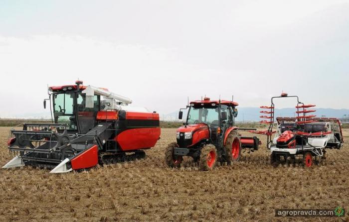 Kubota проводит полевые испытания автономного трактора