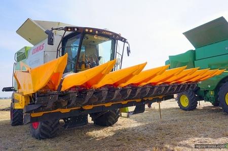 John Greaves показал в работе кукурузную жатку. Видео