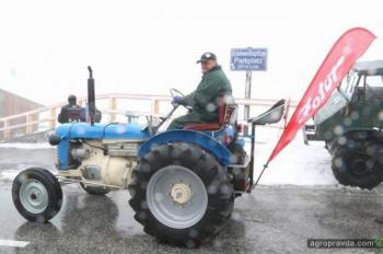 Фермер покорил горы на раритетном тракторе Zetor