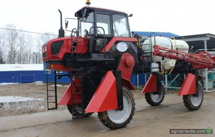На базе трактора МТЗ-92 появился самоходный опрыскиватель