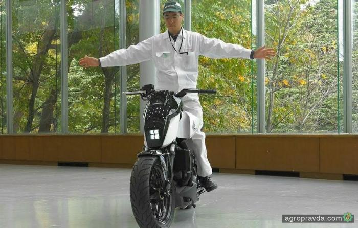 Honda создала мотоцикл, который не падает