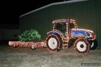 Новогодние тракторы. Фото