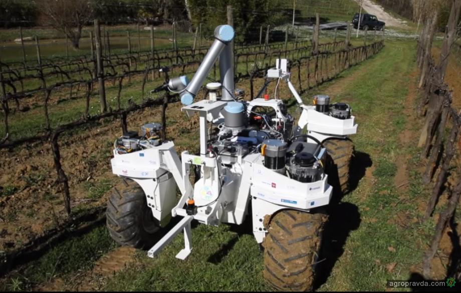 Мобильные роботы для замены тракторов в сельском хозяйстве: видео