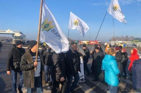 Аграрии перекрывали основные дороги Украины. Фото