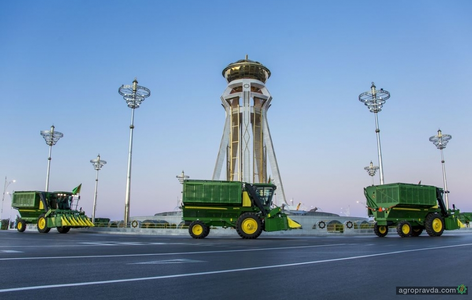 John Deere полностью механизирует уборку хлопка в Туркменистане