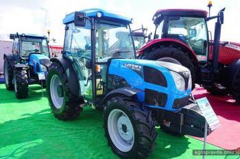 «Укравтозапчать» представила рекордное количество тракторов
