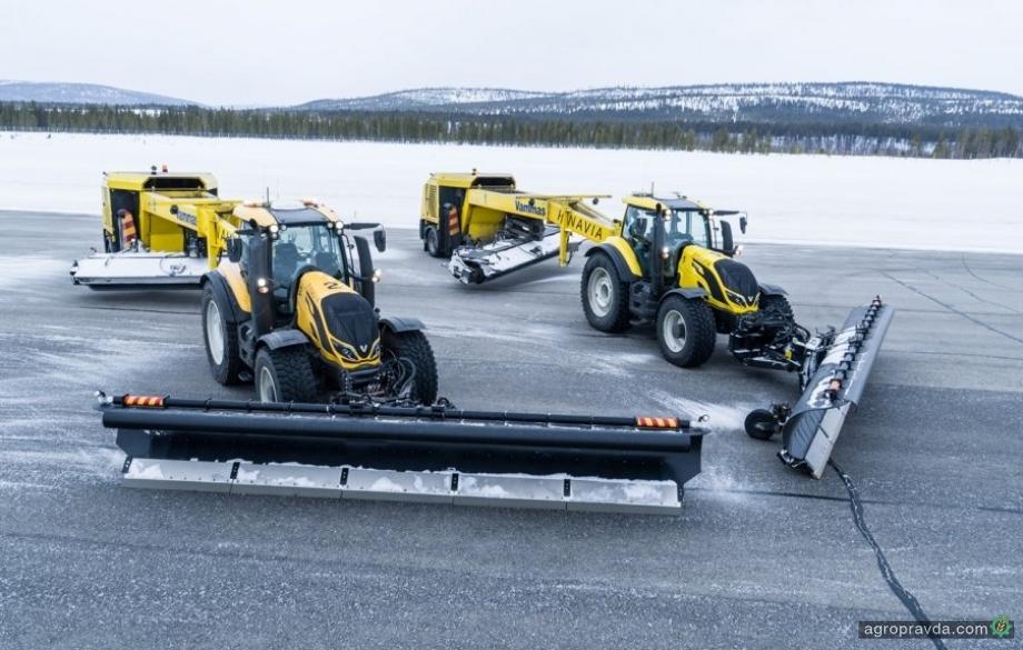 Автономные тракторы Valtra вышли на работу в аэропорт