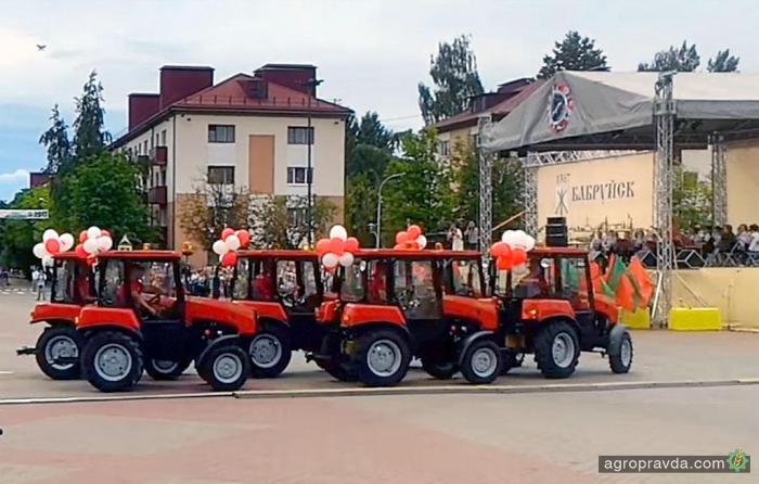 Танец тракторов «Беларус». Видео