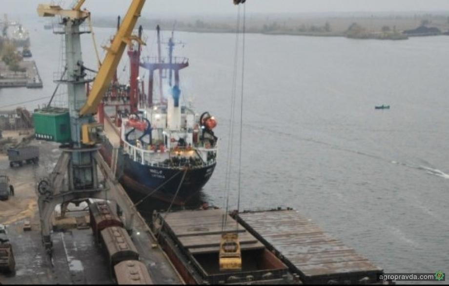 Морпорты Украины сократили отгрузки зерновых на 60%