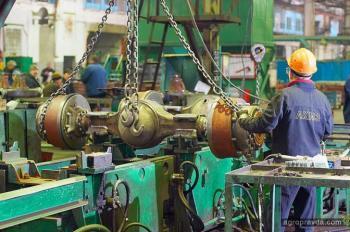 На ЛКМЗ – рост объемов производства и зарплат