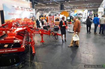 «Лозовские машины» представили технику в Бирмингеме
