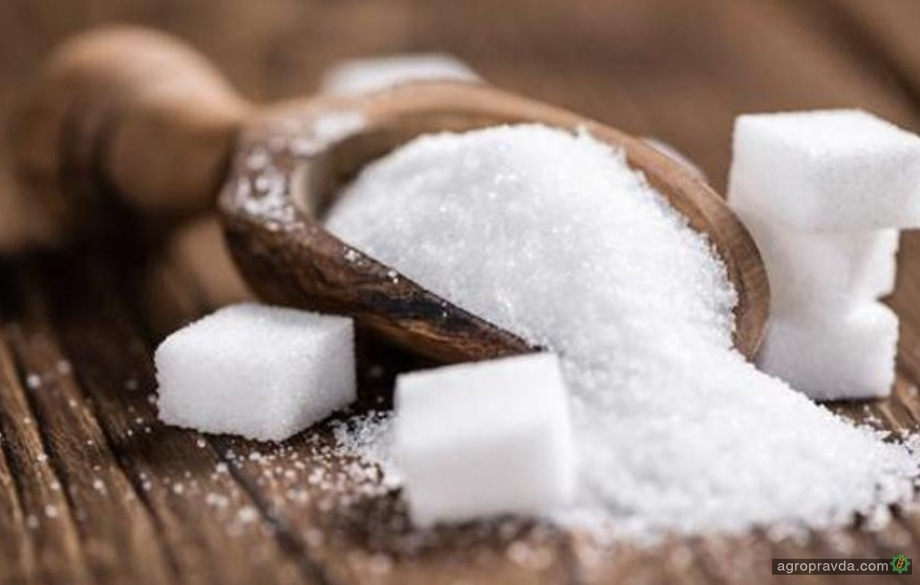 Экспорт сахара сократился почти вдвое
